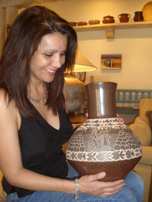 jody_naranjo_and_pottery_jar_1_400