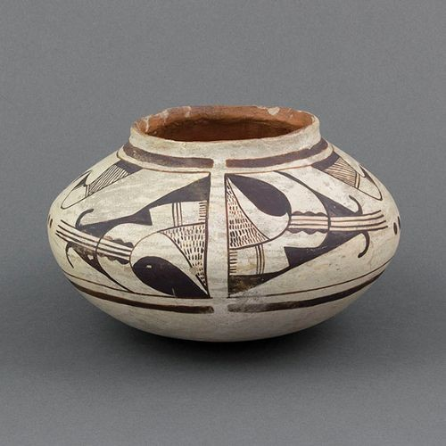Nampeyo of Hano Jar with Dots and Comb